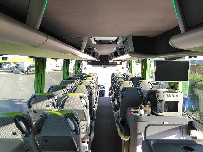 Bus Express AT автобуси